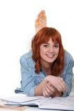 Redhead que pone en ella Fotografía de archivo libre de regalías