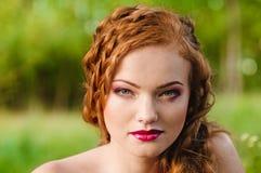 Redheaded flickaframsida Arkivfoto
