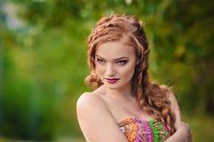 Redheaded flickastående Royaltyfria Foton