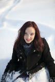 Redheaded Frauennahaufnahmeportrait im Winter Stockfotografie