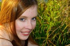 redheaded höstflickastående Royaltyfria Bilder