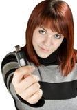 Redheadmädchen, das ein grelles Laufwerk an der Kamera anhält Stockbild
