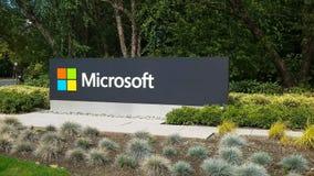 REDMOND, WASZYNGTON, usa WRZESIEŃ 3, 2015: zewnętrzny widok Microsoft znak na ulicie w Redmond obrazy royalty free
