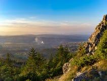 Średniogórze krajobraz przy zmierzchem Zdjęcie Royalty Free