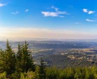 Średniogórze krajobraz przy zmierzchem Zdjęcia Stock