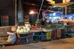 Średniorolni bubli warzywa w nowym rynku w Kolkata Zdjęcia Royalty Free