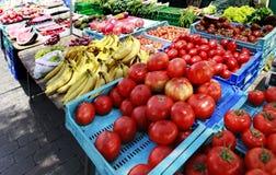 Średniorolny ` s rynek z warzywami i owoc Obraz Stock
