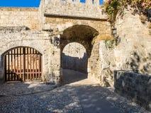 Średniowieczna defensywna brama Zdjęcia Royalty Free