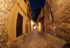Średniowieczna Grodzka ulica - Rhodes, Grecja Zdjęcia Stock