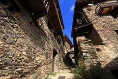 Średniowieczne ulicy Os De Civis, Hiszpania Obraz Stock