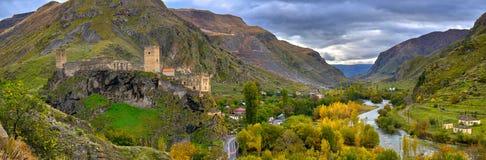 Średniowieczny forteca w górach Fotografia Stock