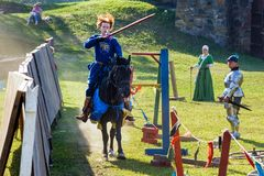 Średniowieczny historyczny festiwal, rycerze turniejowi Zdjęcie Stock