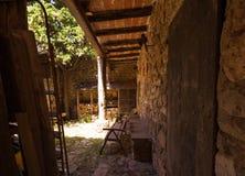 Średniowieczny podwórze w wiosce Siurana De Prades, Tarragona, Catalunya, Hiszpania Fotografia Royalty Free