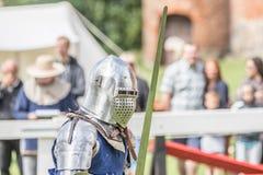 Średniowieczny rycerz swordfighting Zdjęcia Stock