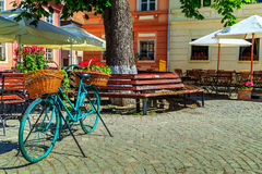 Średniowieczny uliczny kawiarnia bar, Sighisoara, Transylvania, Rumunia, Europa Fotografia Royalty Free