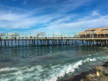 Redondo- Beachpier unter blauen Himmeln Stockfoto