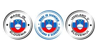 ` Redondo de la etiqueta hecho en el ` de Eslovenia con la bandera y el escudo de armas stock de ilustración