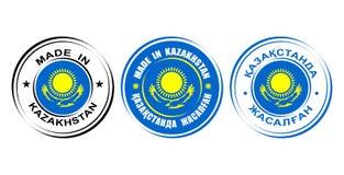 ` Redondo de las etiquetas hecho en el ` de Kazajistán con la bandera ilustración del vector