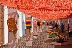 REDONDO PORTUGAL -10 AUGUSTI 2013. Festivalblomma i gator I Royaltyfri Bild