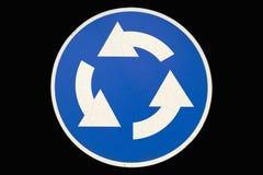 ` Redondo velho de Roundable do ` do sinal de estrada isolado no preto ilustração royalty free