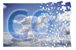 Reducci?n de la presencia en la atm?sfera - imagen del CO2 del concepto del rompecabezas fotos de archivo libres de regalías