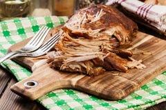 Reduzca el hombro de cerdo tirado cocinado Foto de archivo libre de regalías