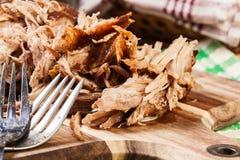 Reduzca el hombro de cerdo tirado cocinado Imágenes de archivo libres de regalías