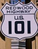 redwoodträdtecken för 101 huvudväg Royaltyfri Bild