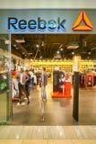 Reebok shoppar royaltyfri foto