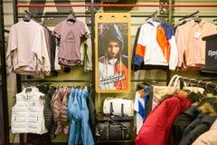 Reebok shoppar arkivbild