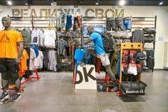 Reebok shoppar fotografering för bildbyråer