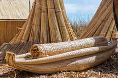Reed Boat op Uros Floating Islands stock fotografie