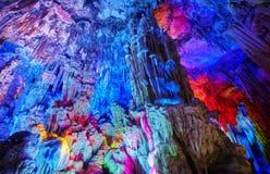 Reed Flute Cave, naturlig abstrakt bakgrund royaltyfri bild