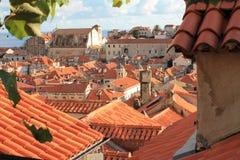 REED-roofes in Duborvnik stockfotos