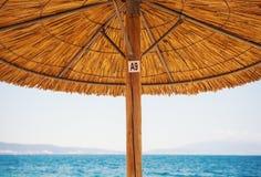 Reed Sun Umbrella y cielo Fotografía de archivo libre de regalías