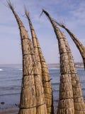 REEDkanus auf Huanchaco-Strand, Peru stockfotografie