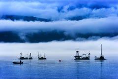 Reefnet Salmon Fishermen un giorno nebbioso Fotografie Stock