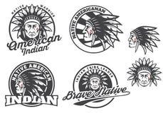 Reeks Amerikaanse Indische ronde die embleem, kentekens en emblemen op witte achtergrond wordt geïsoleerd Royalty-vrije Stock Foto's