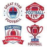 Reeks Amerikaanse rugbyetiketten met bal, het branden, helm, winnaarkom Vector Stock Afbeelding