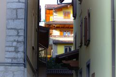 Reeks balkons in de bergen stock foto
