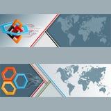 Reeks banners met wereldkaart, drie afmetingenregeling met zeshoeken, vierkanten en elektronische kringen Stock Foto