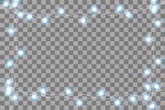 Reeks blauwe slingers, feestelijke decoratie Het gloeien Kerstmislichten op transparante achtergrond worden ge?soleerd die Naadlo stock illustratie