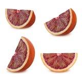 Reeks bloedige sinaasappelen met blad op witte achtergrond Royalty-vrije Stock Afbeeldingen