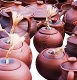 Reeks bruine kleikruiken en potten Royalty-vrije Stock Afbeelding