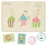 Reeks cupcakes op oude prentbriefkaar, met zegels Royalty-vrije Stock Foto's