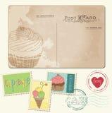 Reeks cupcakes op oude prentbriefkaar, met zegels Royalty-vrije Stock Foto