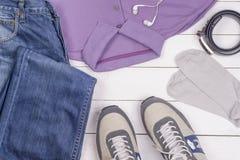 Reeks de kleding en schoenen van mensen Stock Afbeeldingen