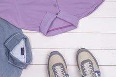 Reeks de kleding en schoenen van mensen Stock Afbeelding