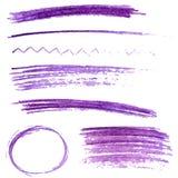 Reeks de violette slagen en kaders van het kleurenpotlood Stock Afbeelding