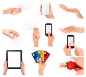 Reeks die handen verschillende bedrijfsvoorwerpen houden. Stock Foto's